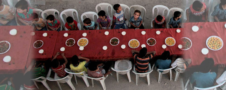Syrian children take part in iftar meal for Ramadan